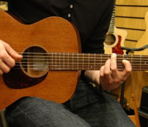 Shopping for your First Acoustic Guitar – a Buying Guide for 2019